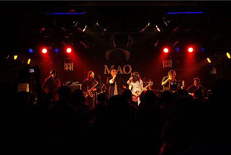 耳光乐队缔造经典之夜民俗与摇滚乐完美呈现