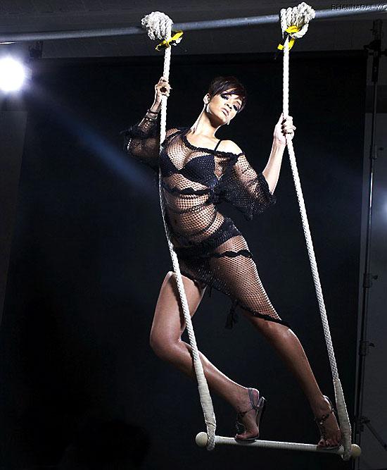 组图:蕾哈娜性感写真薄纱裹体大秀修长美腿