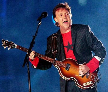 保罗·麦卡特尼在利物浦的惊喜演唱会中震撼了观众