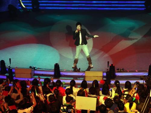 """江西卫视五一推出""""红歌九十年""""胡彦斌唱红歌"""