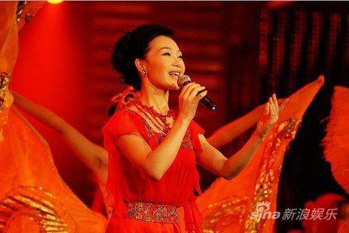 吕薇唱《东方红又红》观众疑为《东方》主题曲