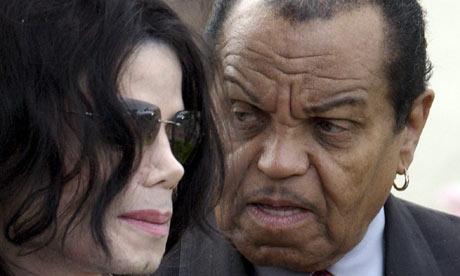 杰克逊遗产引发纷争父亲怒指代理人是骗子(图)