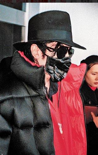 保镖高价兜售杰克逊面罩网友斥其发死人财