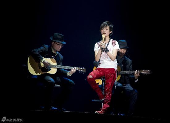 杨坤:李宇春曾轶可唱歌一般但个性非常鲜明