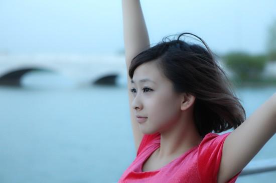 何曼婷朝阳音乐节秀海带舞 引领90后音乐浪潮