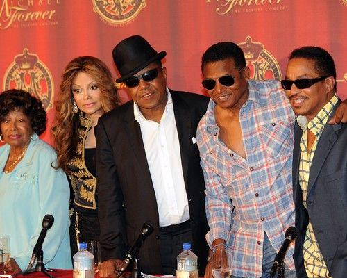 杰克逊(Michael Jackson)的母亲以及他的四个兄弟姐妹