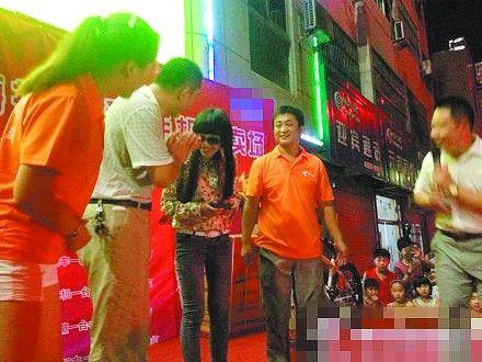 山寨吴莫愁冒名商演 经纪公司安排追查