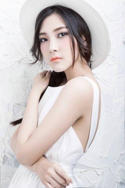 歌手王聃葳