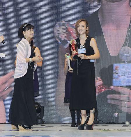 周笔畅获得年度歌手大奖