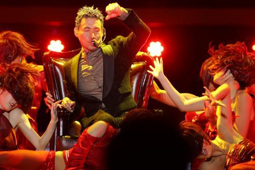图文:张学友巡演珠海站--伴舞造型十分火辣