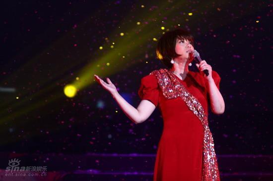 图文:蔡琴北京演唱会--演唱神情投入