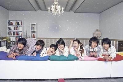 飞轮海S.H.E拍摄MV两两配对同床秀甜蜜(组图)