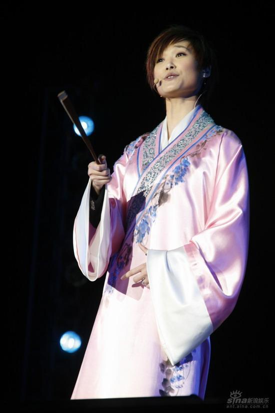 图文:李宇春上海生日音乐会指点江山