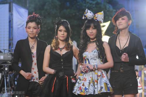 图文:台湾女子摇滚乐队樱桃帮组合个性十足