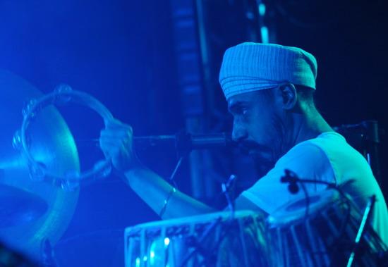 图文:富士音乐节第二天--IanBrown打击乐手
