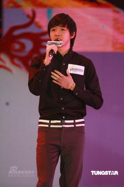 图文:新城国语力颁奖--俞灏明登台演唱