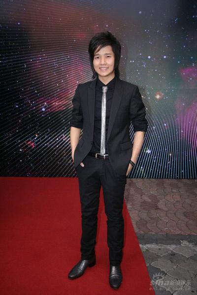 图文:泰国歌手TOR+Saksit亮相红地毯