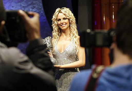 组图:美国女歌手布兰妮蜡像在伦敦揭幕