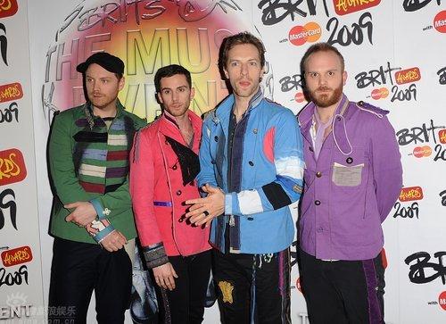 图文:全英音乐奖后台--Coldplay闷闷不乐