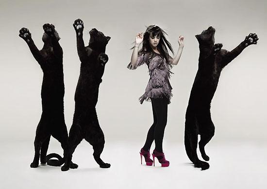 组图:莉莉-艾伦裸背登《Q》封面和黑豹共舞