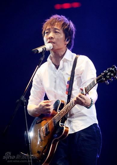 图文:许巍2009北京个唱-许巍用音乐倾诉心路