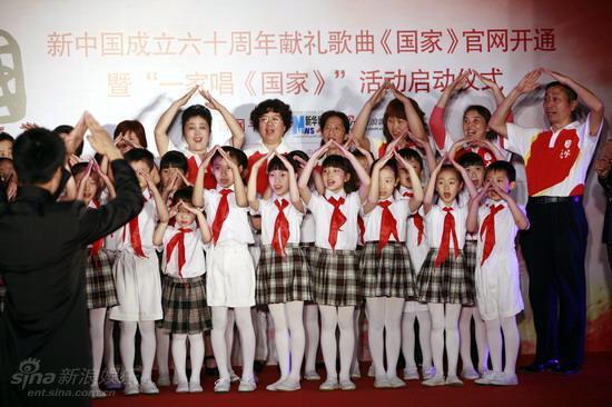 图文:《国家》官网开通--小学生学手语