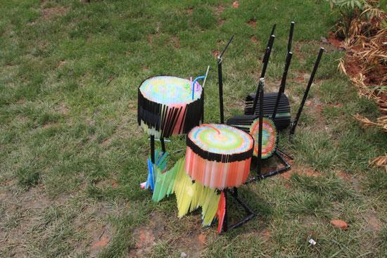 图文:热波音乐节--吸管做成的鼓