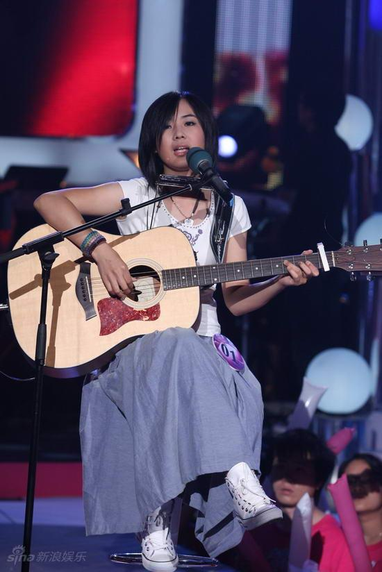 图文:快女20强突围-杨梓《我迷上了一种叫做音乐的东西》