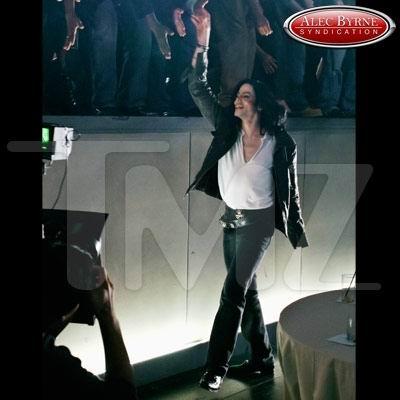 组图:杰克逊最后的造型为宣传退隐演唱会设计