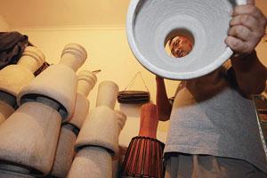 非洲传统手鼓迷住京城白领(组图)