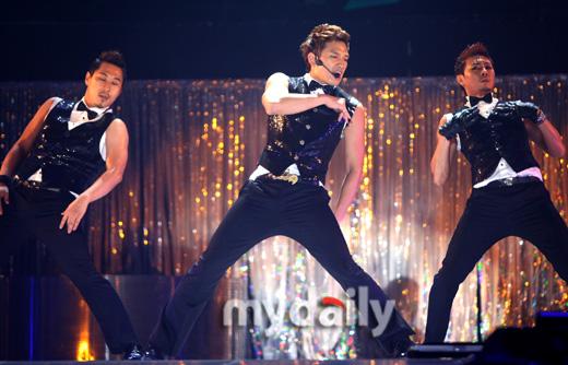 2011rain演唱会_组图:rain首尔演唱会开幕 现场活力四射