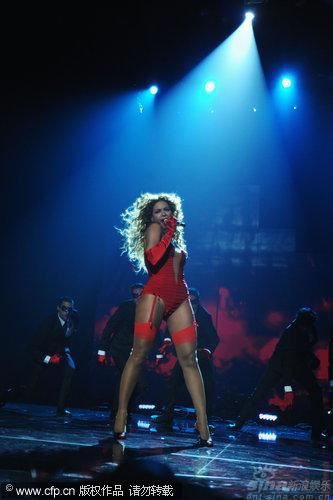 图文:2009MTV欧洲音乐大奖--碧昂斯称霸舞台