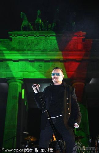 图文:2009MTV欧洲音乐大奖--U2乐队主唱BONO