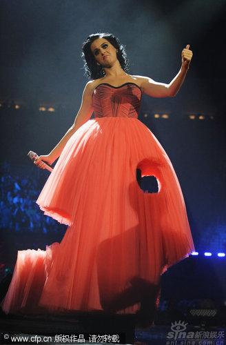 图文:2009MTV欧洲音乐大奖--凯蒂佩里个性裙摆