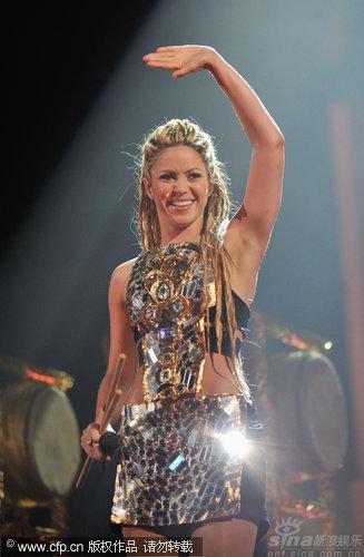 图文:拉丁天后Shakira热舞-光彩照人