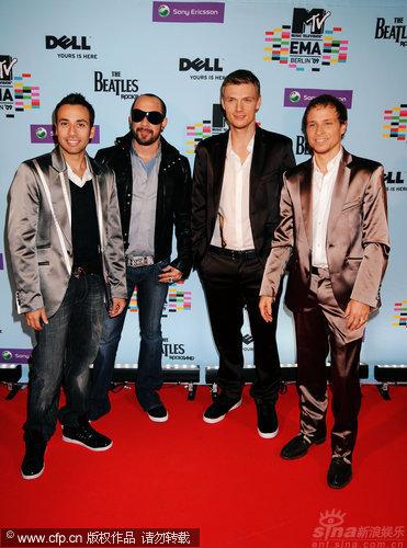 图文:09MTV欧洲音乐奖红毯-后街男孩亮相