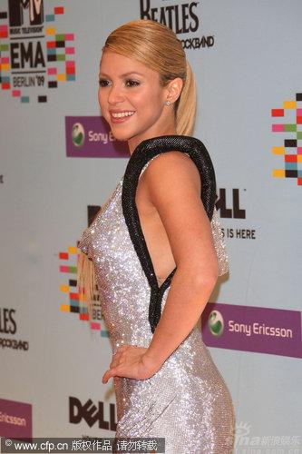 图文:09MTV欧洲音乐奖红毯-Shakira青春动感
