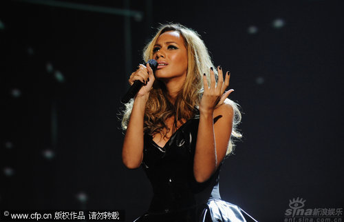 图文:丽安娜-刘易斯秀天籁歌声-面容忧郁