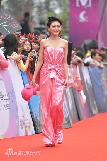 图文:华语榜中榜红毯-大S亲和力十足