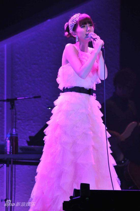 图文:阿兰日本演唱会-阿兰