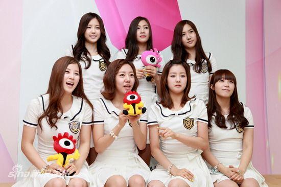 对话韩新人组合apink甜美七成员聊出道(组图)