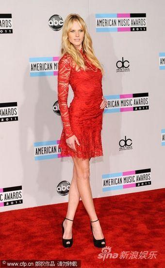 图文:全美音乐奖红毯-俄罗斯超模维亚利茨娜