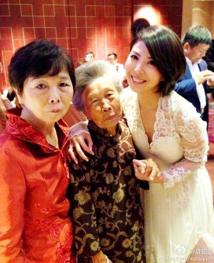许茹芸与妈妈外婆