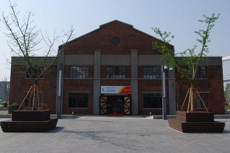 世博园内的原江南制造局飞机库,外墙设置了建筑沿革说明牌
