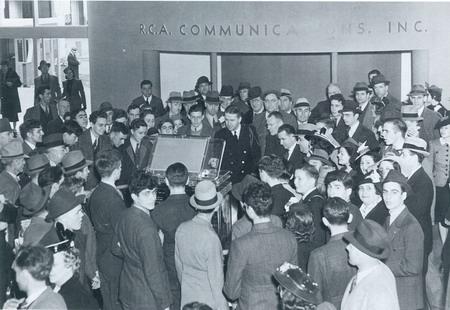 电视出现在1939年纽约世博会,起到了推广作用