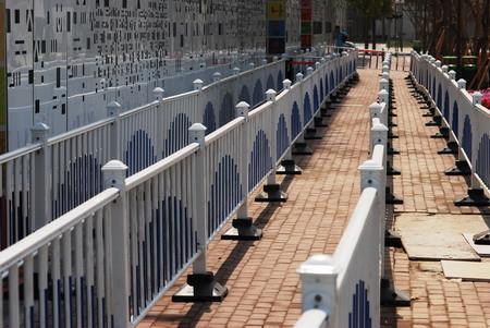 本届世博会的蓝白色排队栏杆