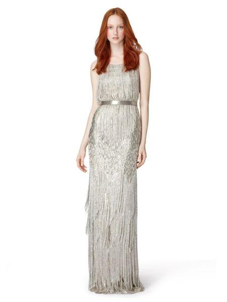 Oscar de la renta设计的礼服优雅而传统,相比较一些怪异大胆的设计,女人们更愿意穿这种礼服出席活动。