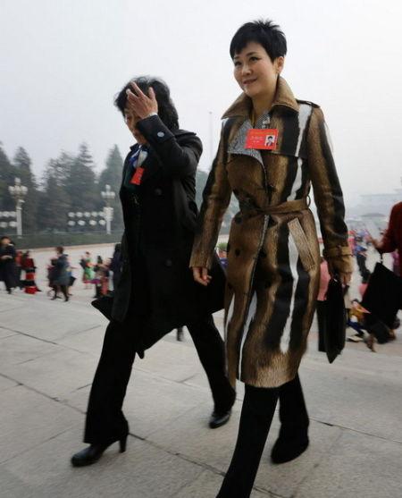 李小琳走进大会堂