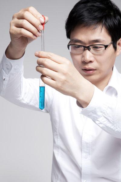 中国理性护肤运动发起人,资深护肤专家冰寒