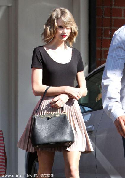 Taylor Swift»ù±¾¿î³ö½Ö